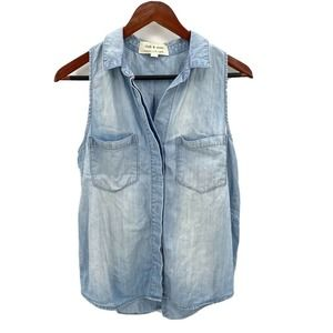 Cloth & Stone Chambray Sleeveless Button Up Shirt